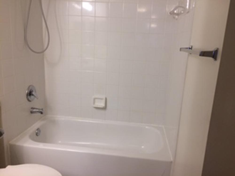 second bathroom view of tub royal grand 2640-209
