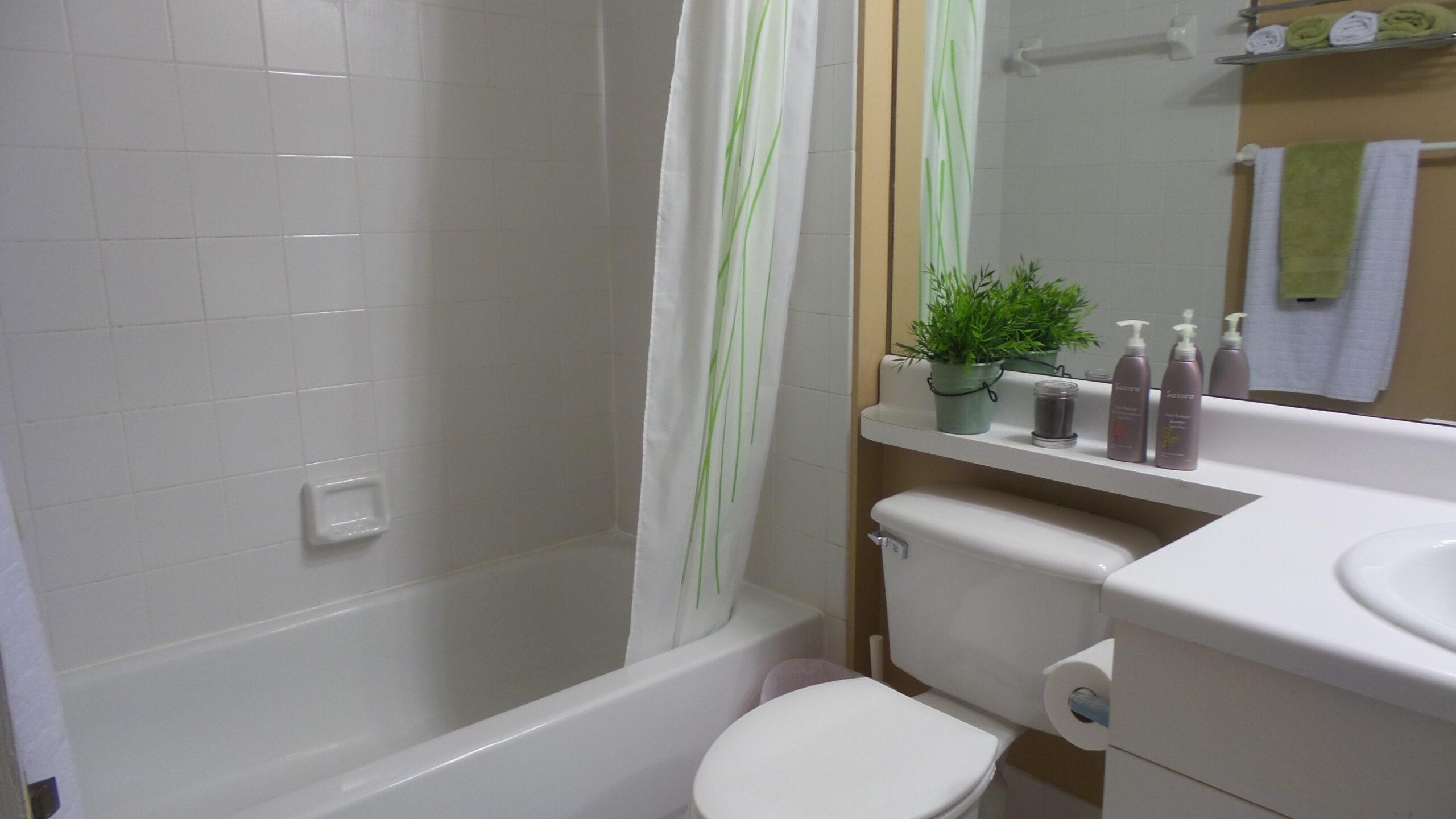 second bathroom royal grand condo 2600 unit 221