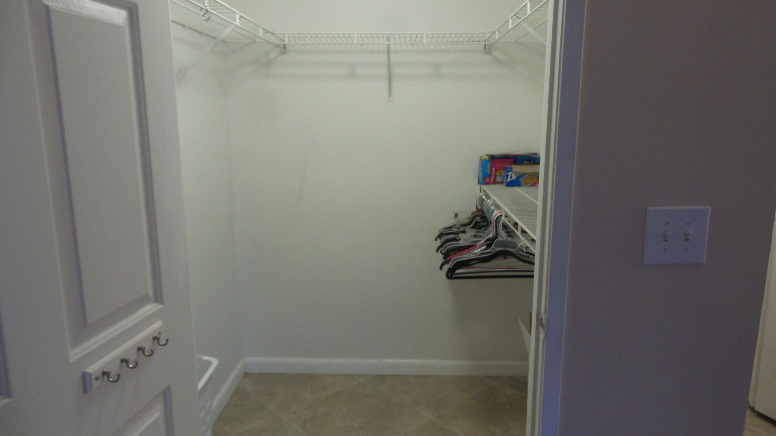 walkin closet royal grand 2600 unit 221